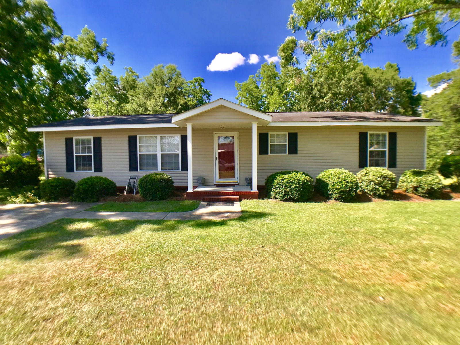3B/2B HOME FOR SALE IN TOWN OF GENEVA, ALABAMA