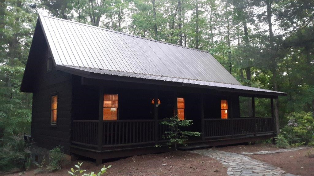 Cozy Log Home Near State Lake Property in Stuart VA