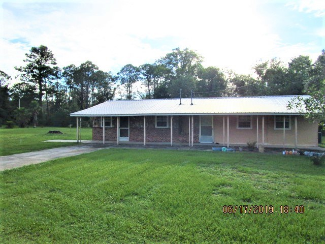 Large home in Hosford FL on 1.26 acres