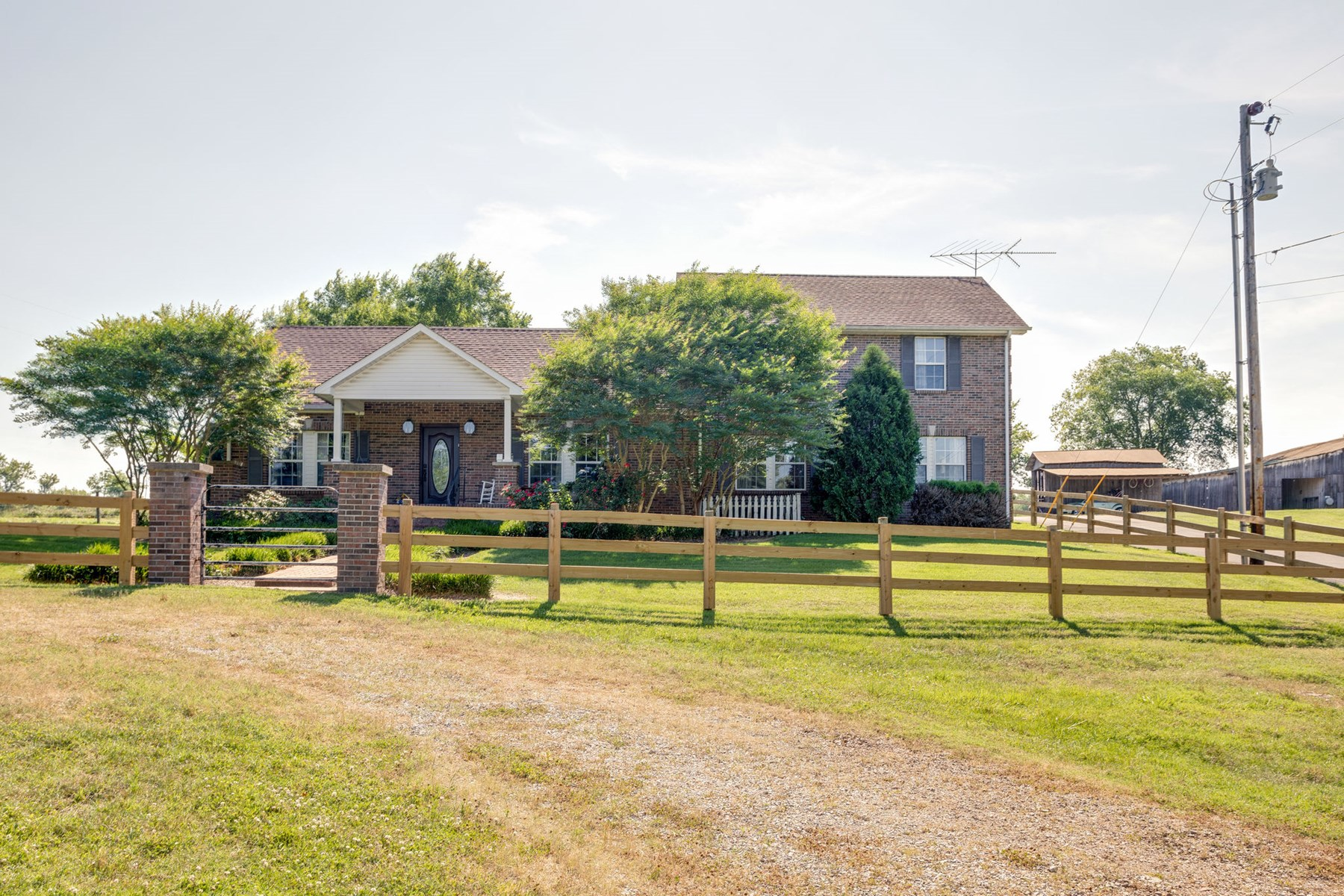 Home with 6.93 Acres in Maury County, Tennessee