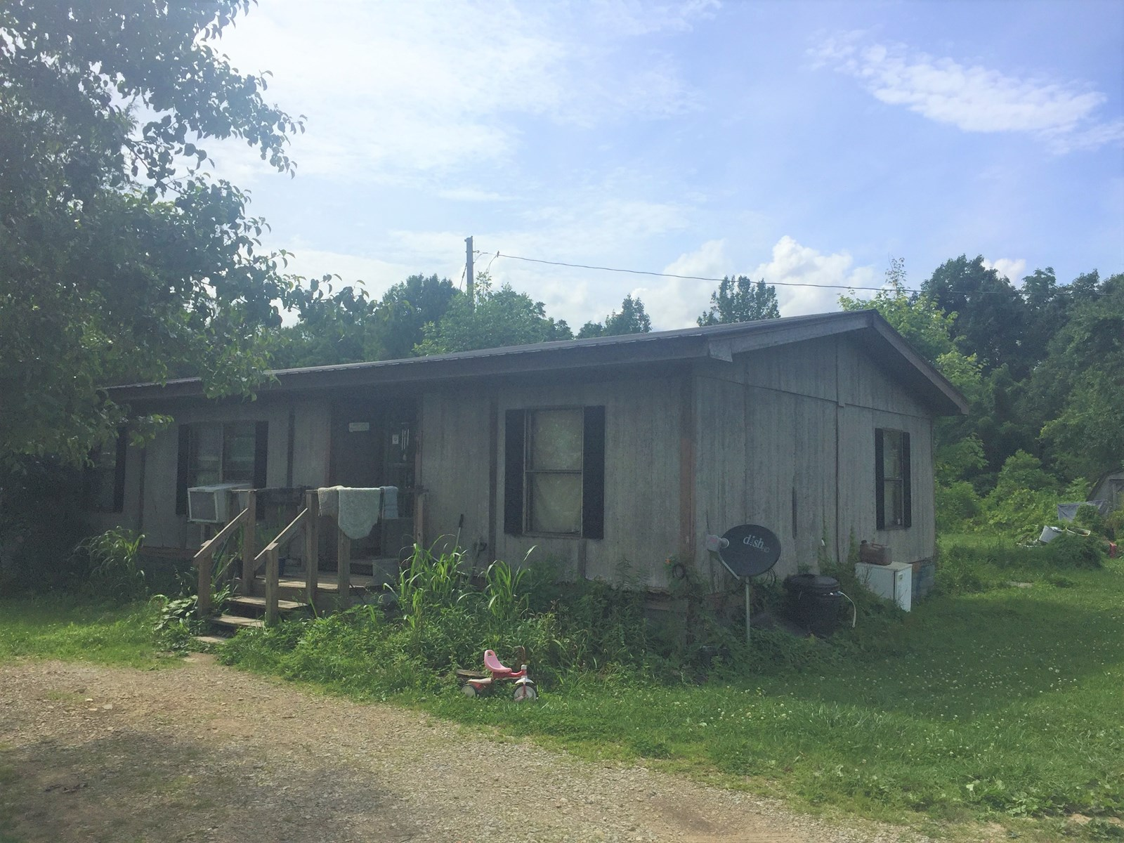 MOBILE HOME ON 1.2 ACRES - NEEDS TLC - LIBERTY, KY.