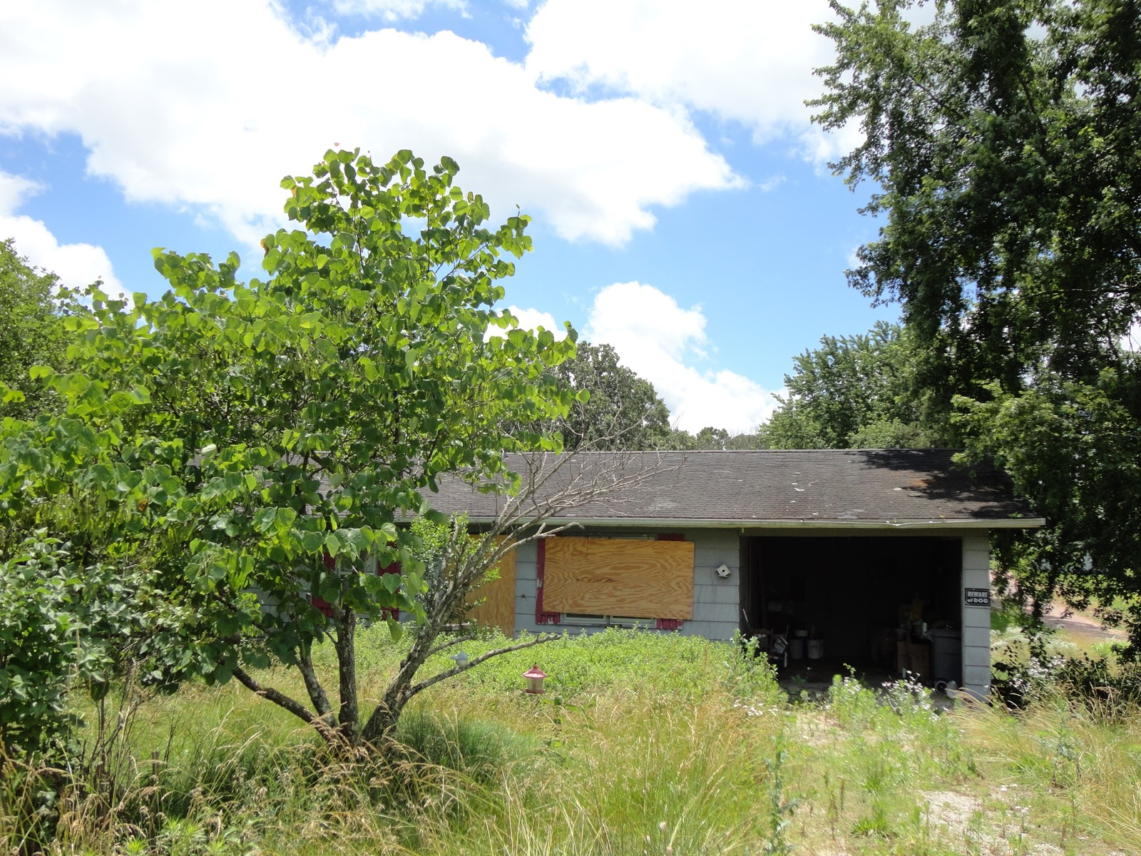 3 BR, 1 BA FIXER-UPPER HOME ON 100' X 150' CORNER LOT!