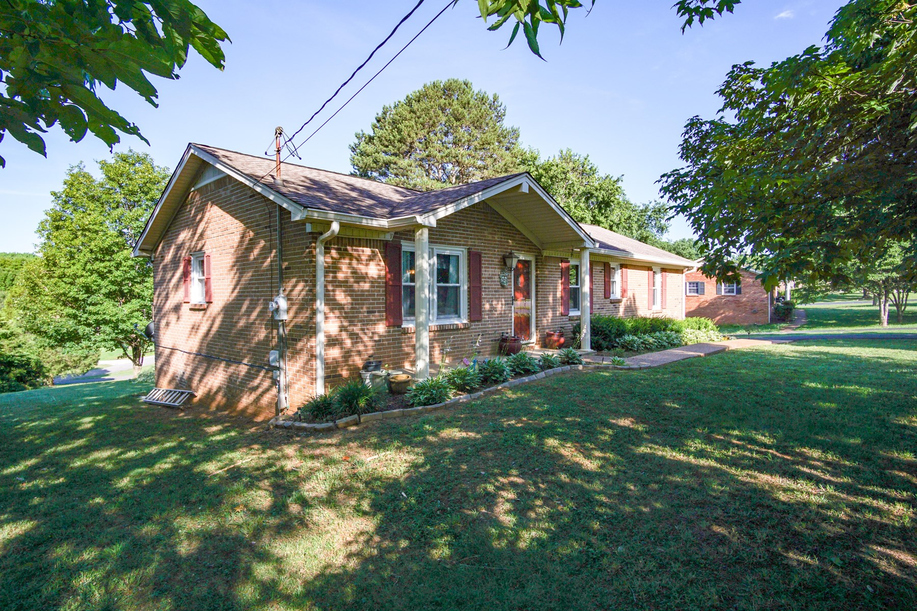 Charming All Brick 3 Bedroom/2 Bath in Maury County Tennesse