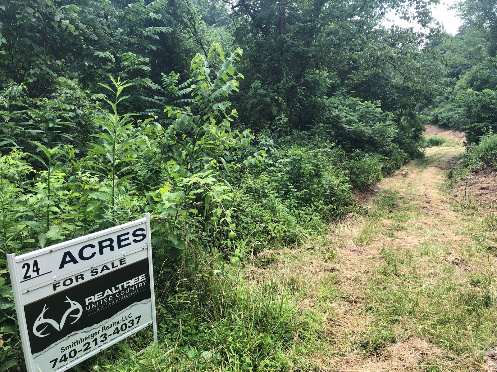 New Matamoras, OH Hunting Land with a manufactured home
