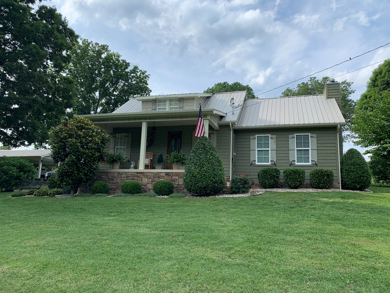 Country home for sale on 2+/- Acres, Albany, KY