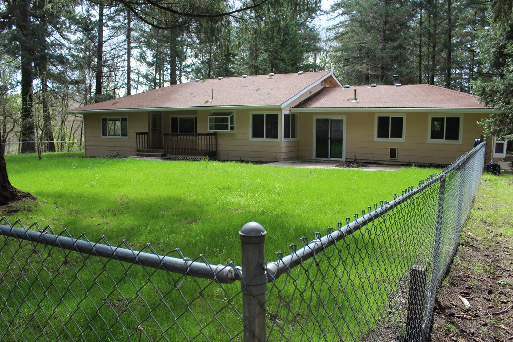 Nicley Updated Home in the Country in Grants Pass