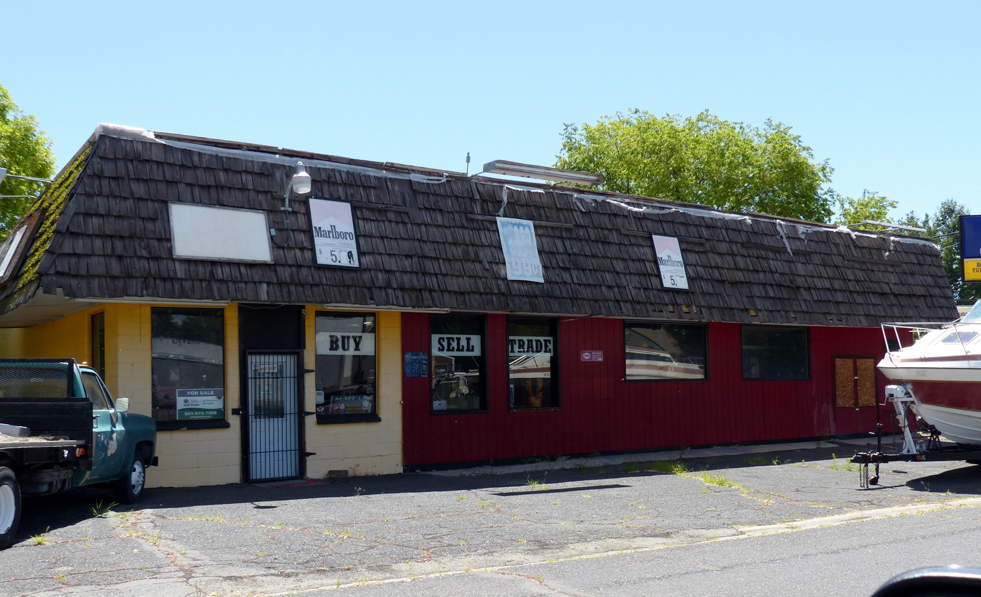 COMMERCIAL BUILDING FOR SALE IN BURNS