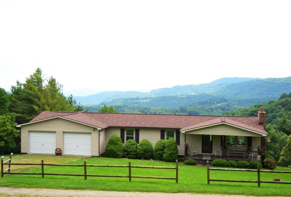 Mountaintop home with 20 acres in Grayson County, VA