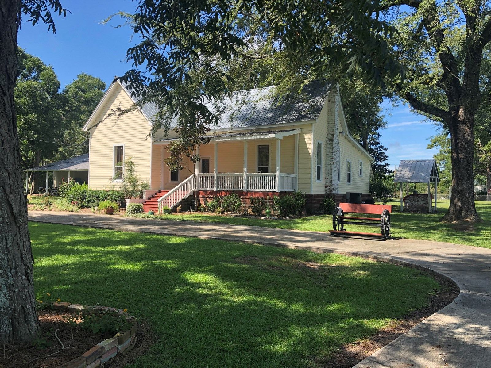 2B/2B HOME ON 1 ACRE FOR SALE SLOCOMB, ALABAMA