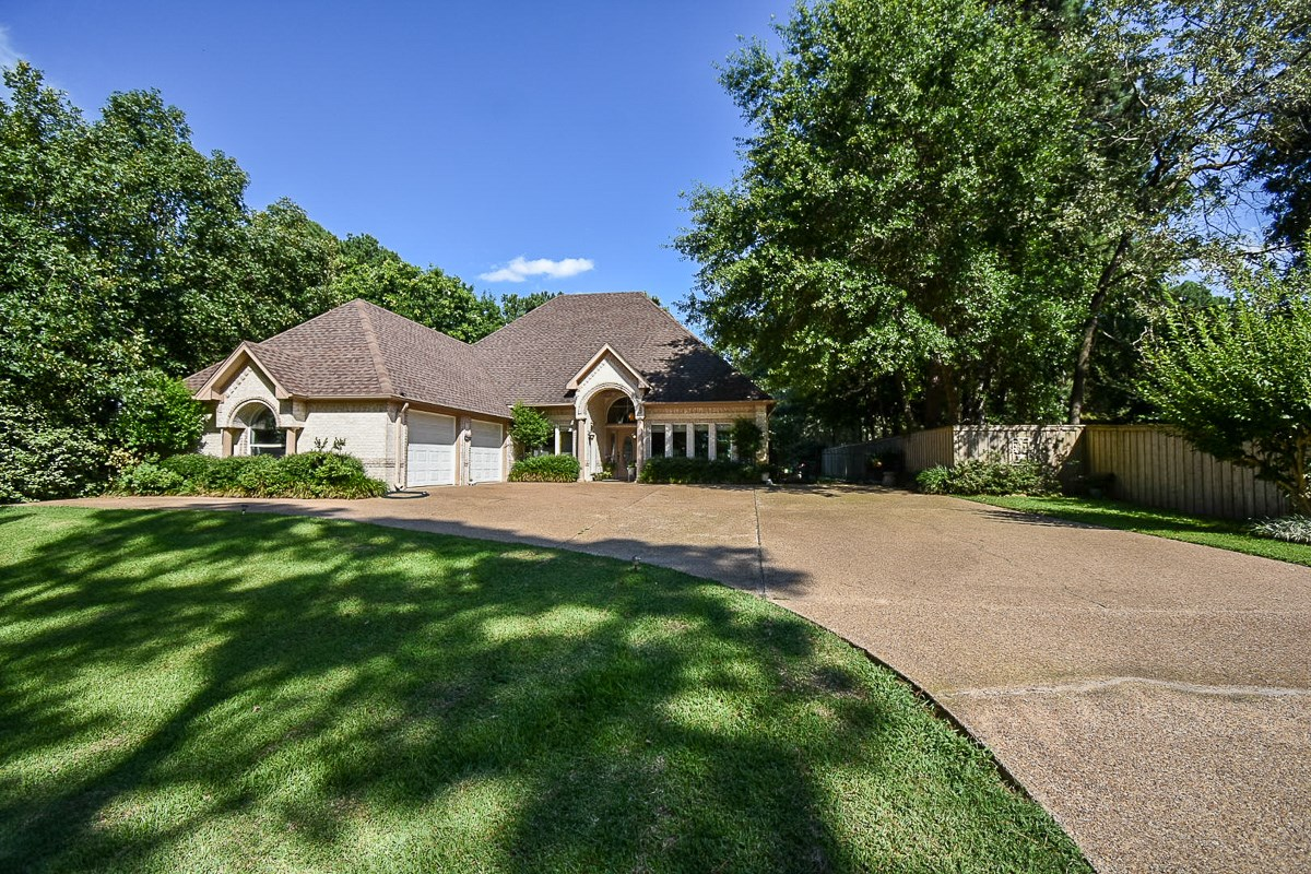 BEAUTIFUL 4 BEDROOM HOME W VIEWS OF LAKE PALESTINE FOR SALE