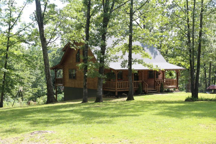 Amazing Log Home for Sale with 8 acres in West Plains MO