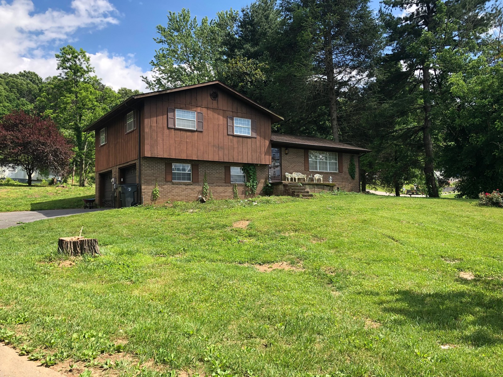 Split Level Home on 1 Acre For Sale In Morristown, TN