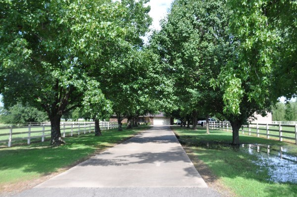 OKLAHOMA COUNTRY HOME ON 10 ACRES OF LAND FOR SALE