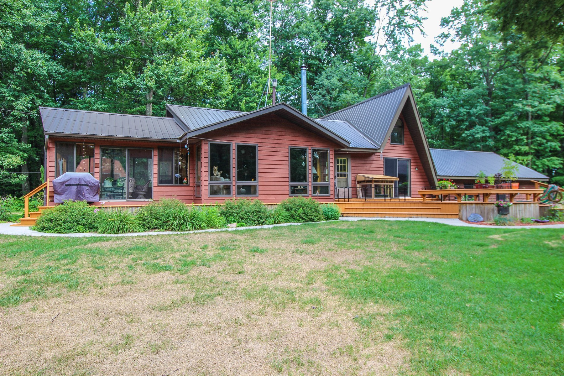 Country Home in Iola, WI For Sale