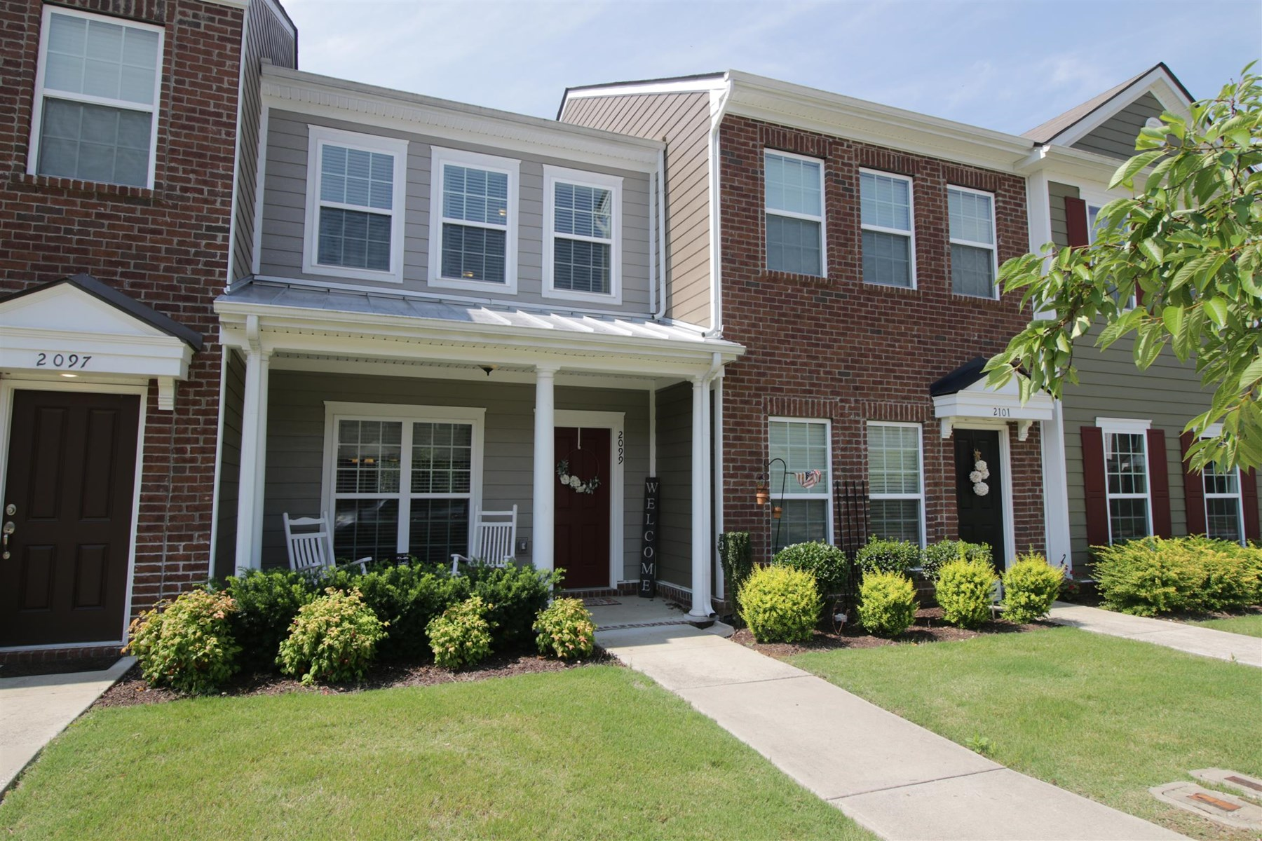 Townhome For Sale in Spring Hill!