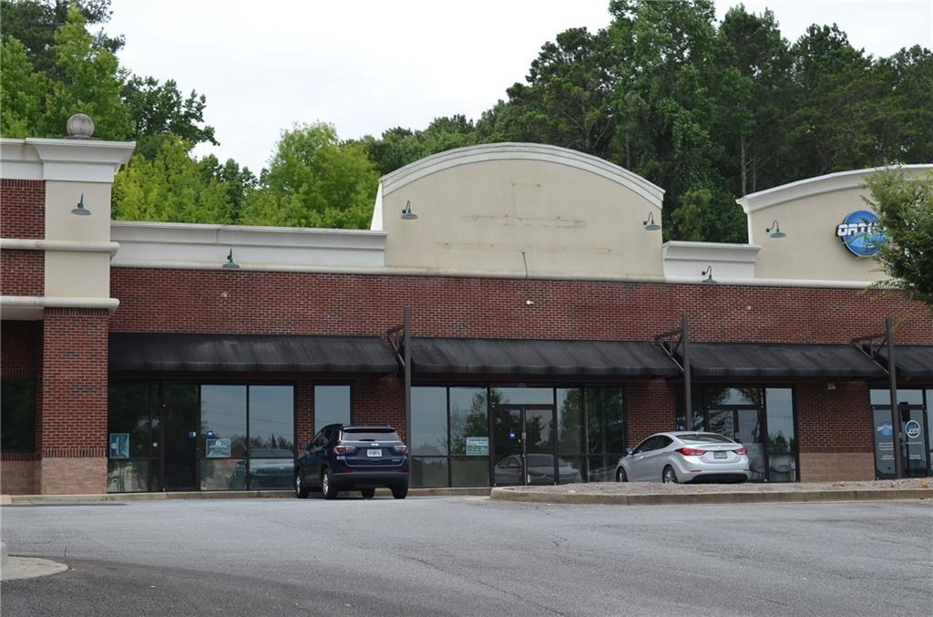 Commercial Office/Retail Property For Sale in Woodstock, GA