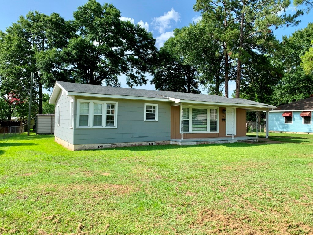 2B/1B HOME FOR SALE ON MAIN STREET IN HARTFORD, ALABAMA