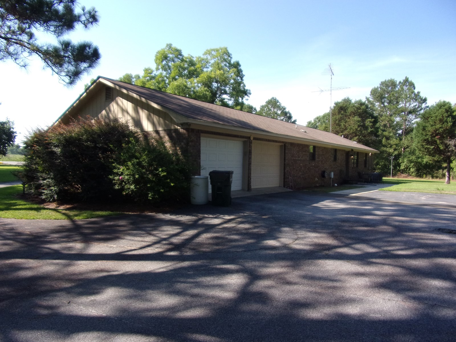 3 BD, 2 BA Home on 4+/- Acres in Metter, GA