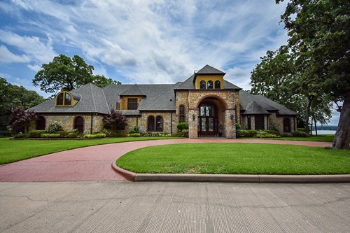 MASTERPIECE WATERFRONT LUXURY HOME ON LAKE PALESTINE