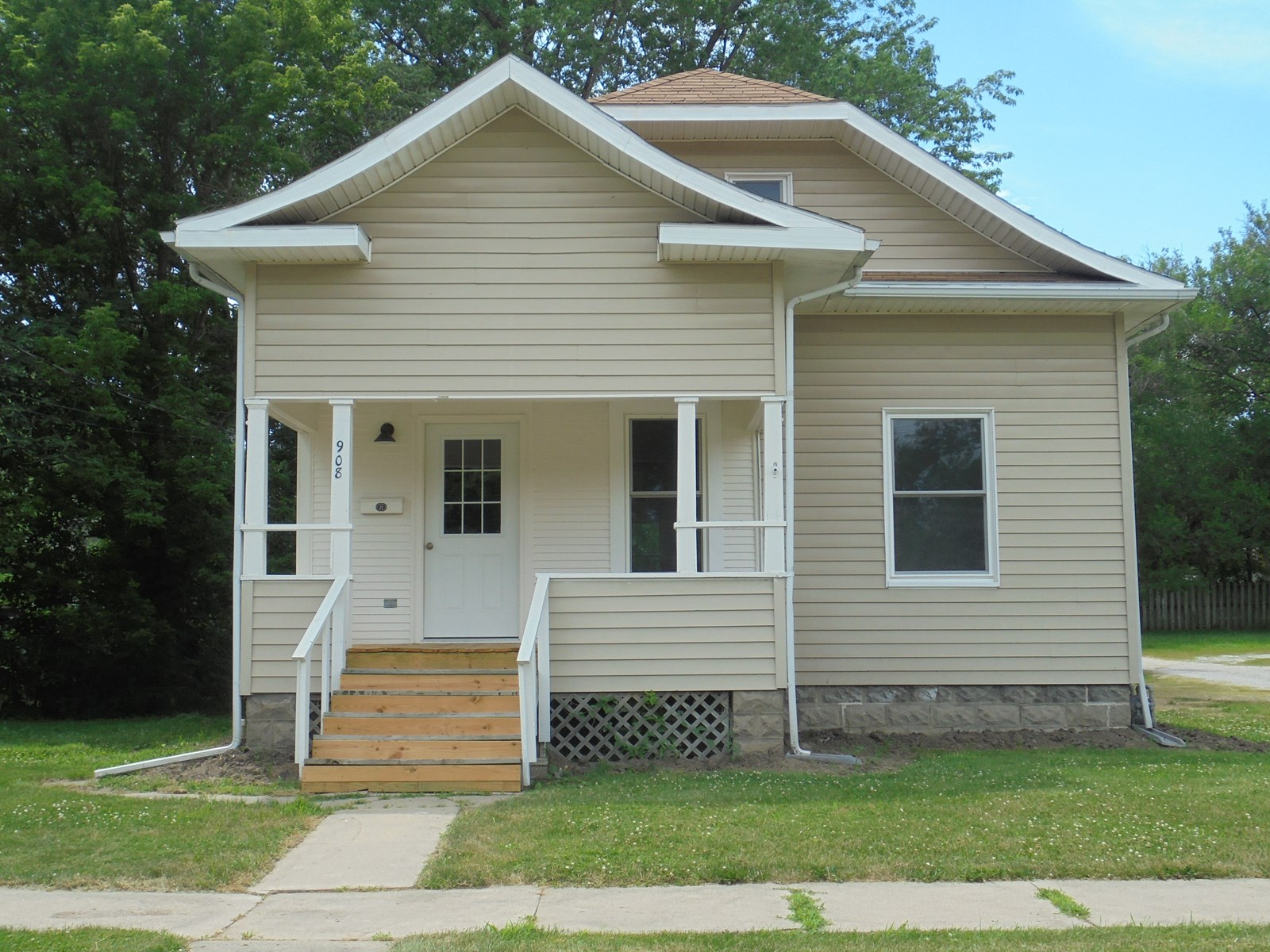 Low Maintenance, Move-in Ready, Like New Bungalow! For Sale!