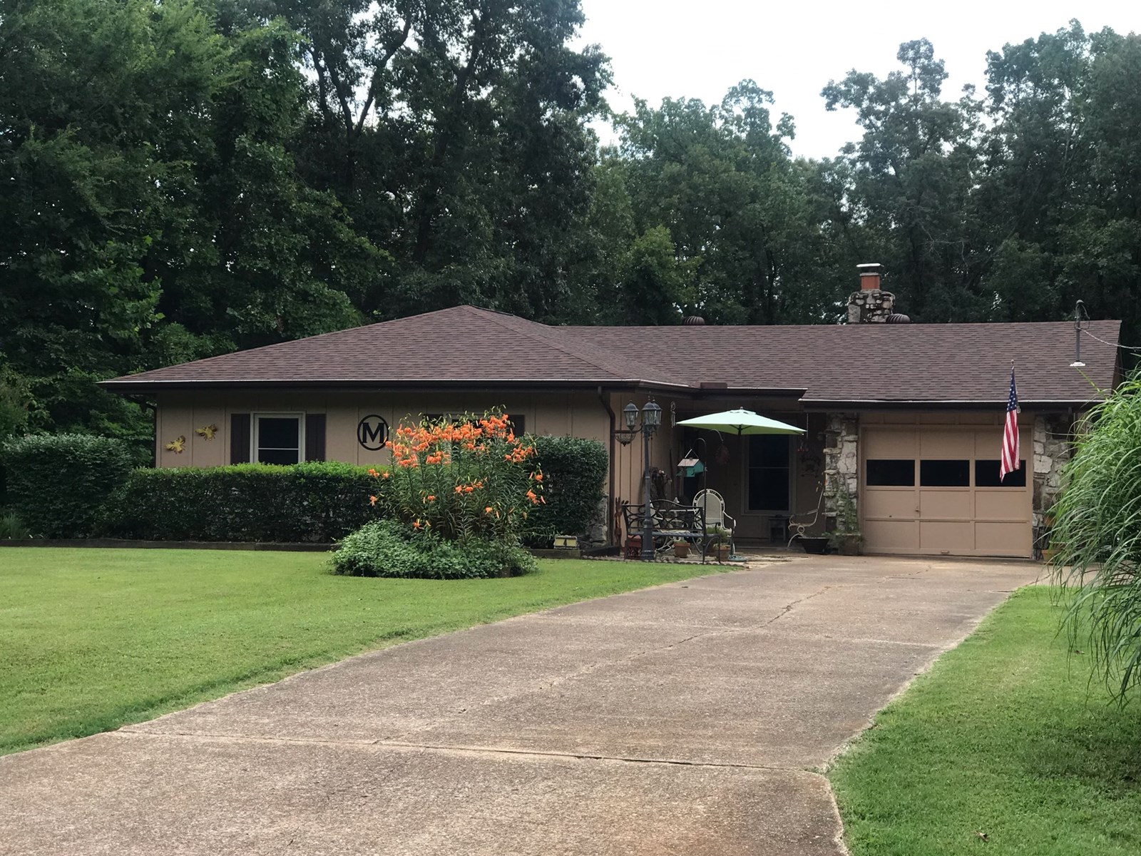 Home on level lot for sale in Cherokee Village, AR