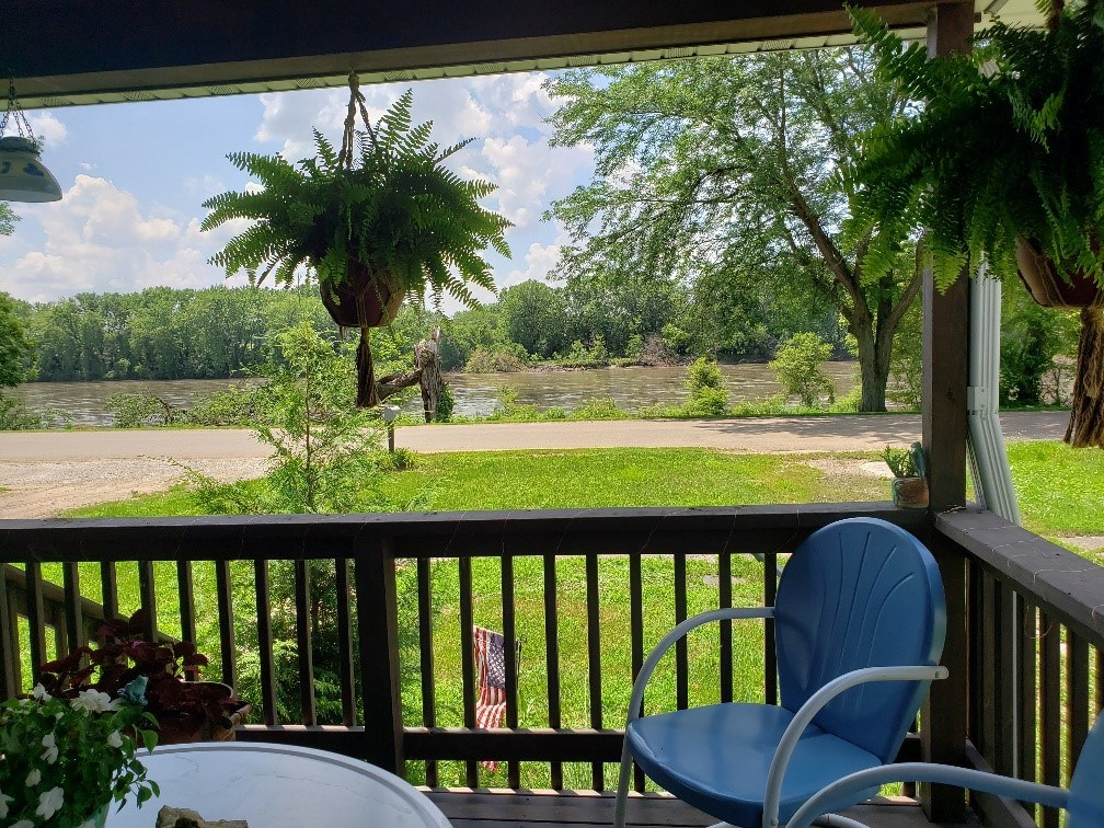 Home/Cabin For Sale on Des Moines River, Southeast IA