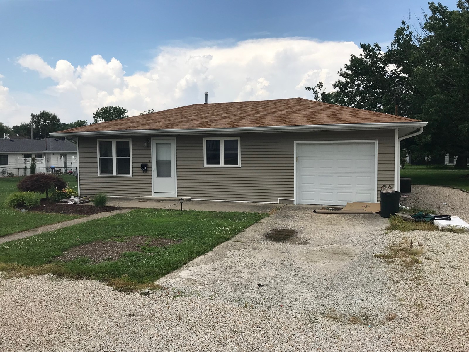 2 Bedroom, 1 Bath, 1 Car Attached Garage, Oblong, IL