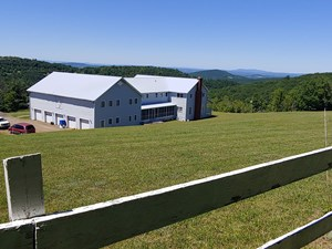 LARGE FAMILY HOME OR B&B FOR SALE IN FLOYD VA