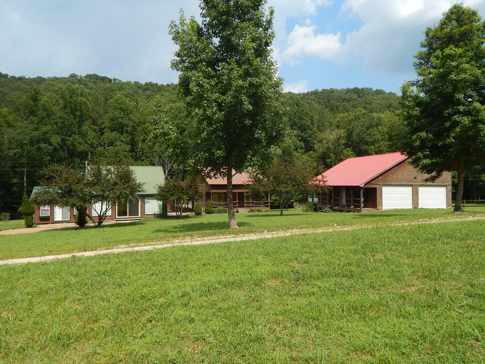 RUSTIC TN COUNTRY HOME FOR SALE 2.6 ACRE ARTISAN WELL STREAM