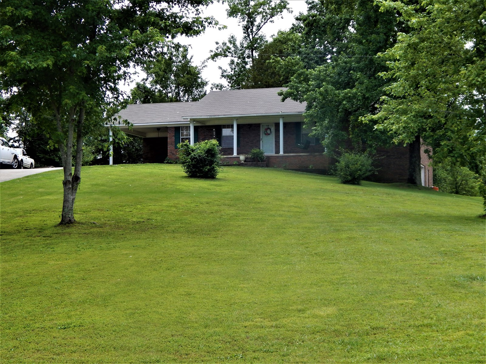 TN COUNTRY HOME FOR SALE 11.87 ACRES 3 BEDROOM 3 BATH SPRING