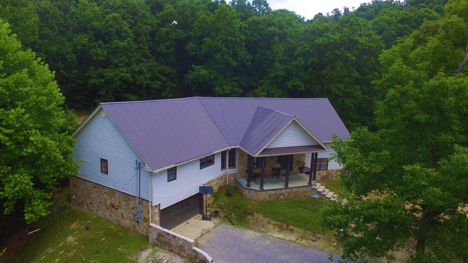 5 BEDROOM 4 BATH COUNTRY HOME-2 PONDS-5 ACRES - CENTRAL KY.