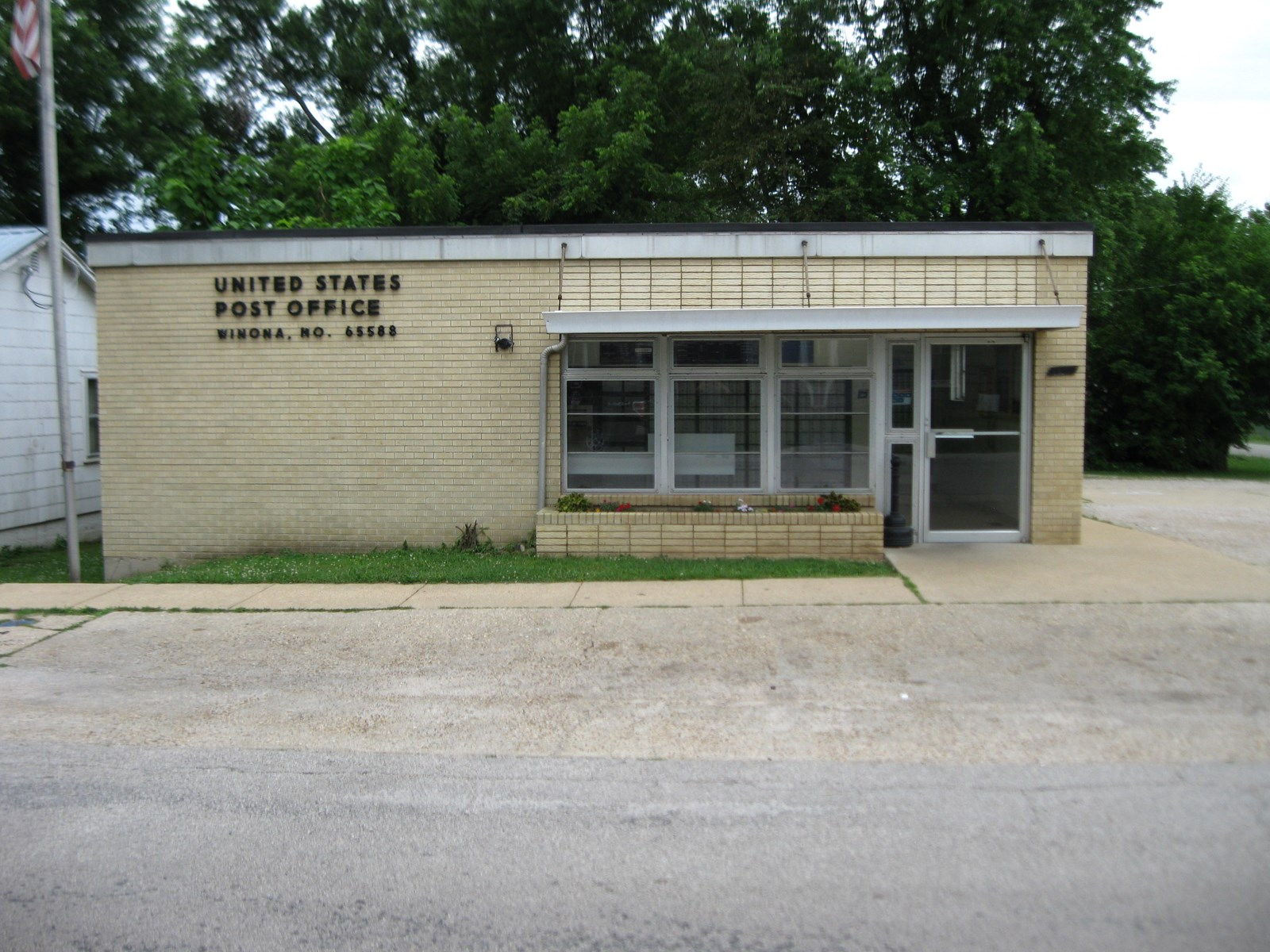 COMMERCIAL BUILDING IN WINONA, MO-CURRENTLY US POST OFFICE