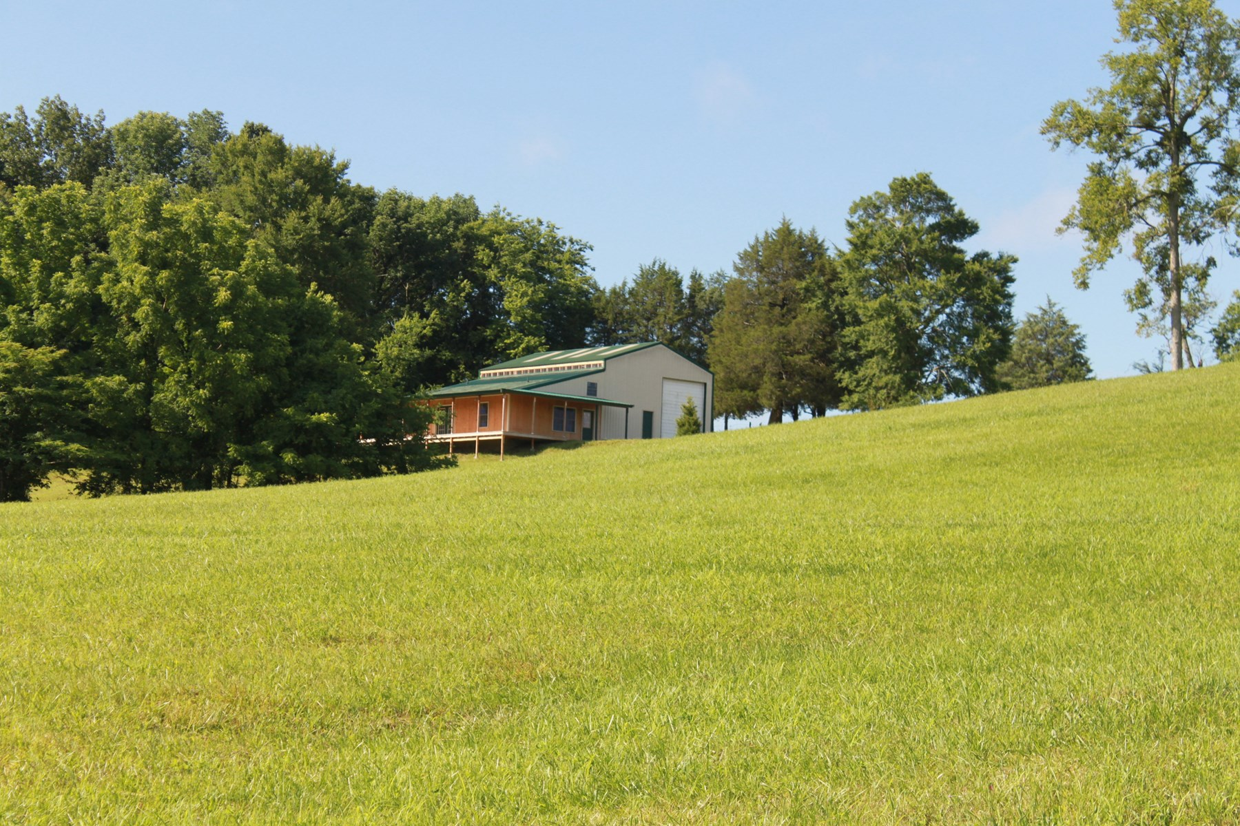 RV/Shop Bldg, Living Quarters and 10 Acres in Allen Co, KY