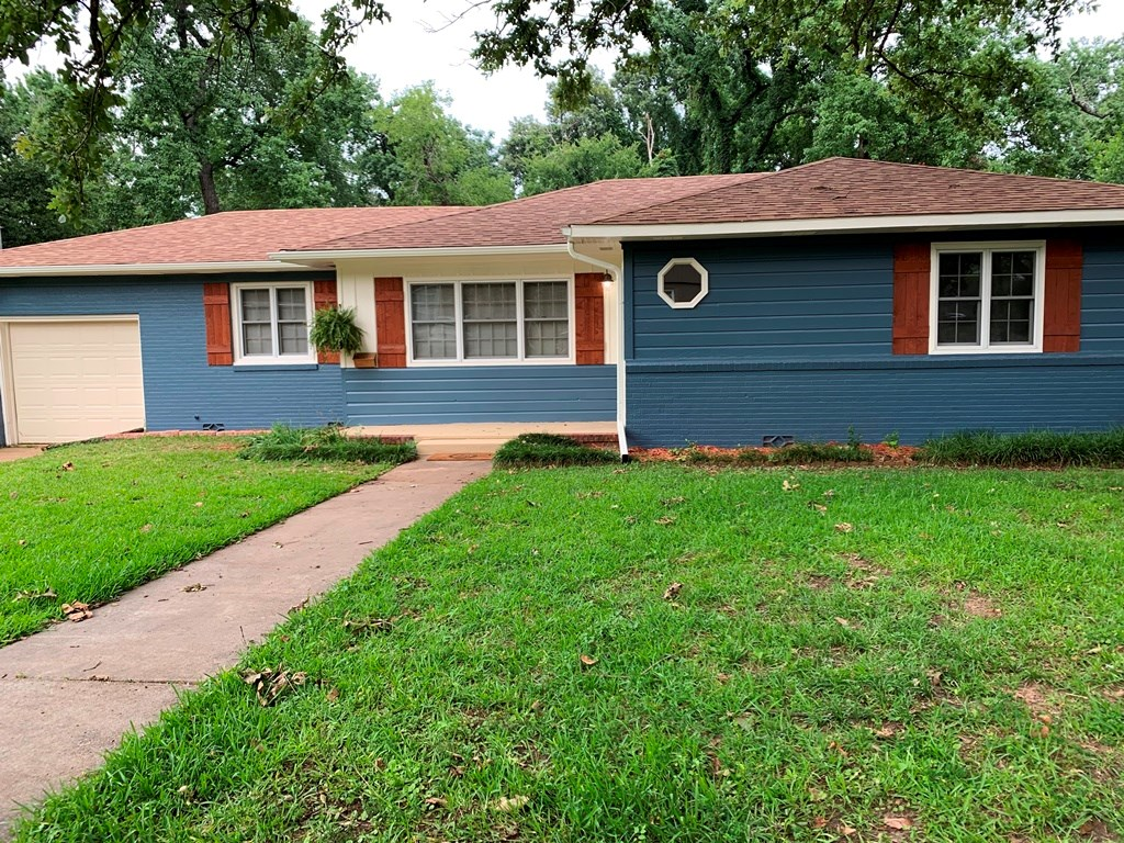 UPDATED 3 BEDROOM 2 BATH HOME IN GREAT TYLER LOCATION!