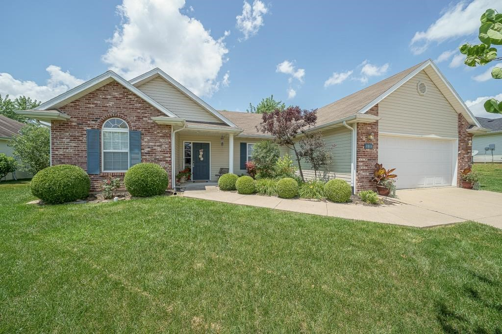3 BR, 2 BA Home in Southwest Columbia, MO with Fenced Yard!