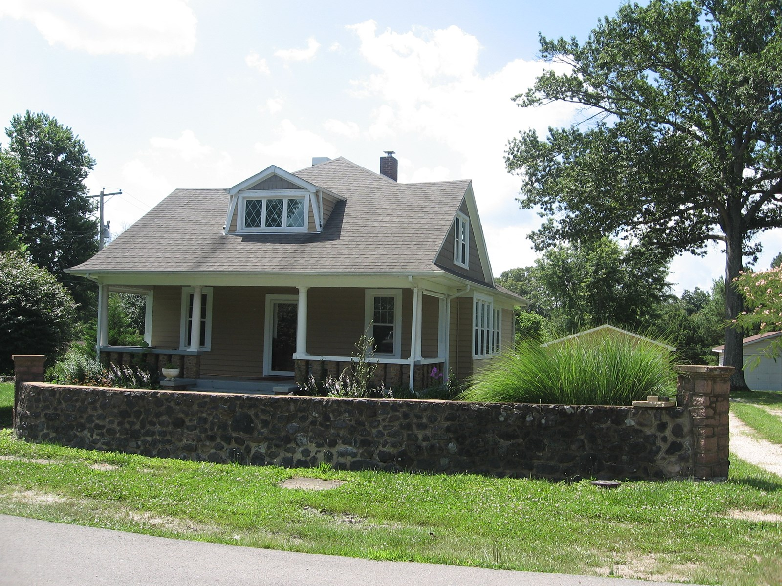 3-BR, 2-BA HISTORIC HOME IN IRONTON, MO: