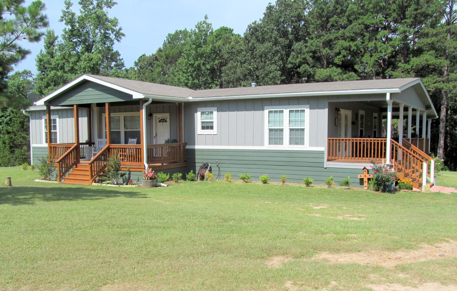 EAST TEXAS HOMESTEAD ON 24.5 ACRES - 3/2 HOME + 1/1 CABIN