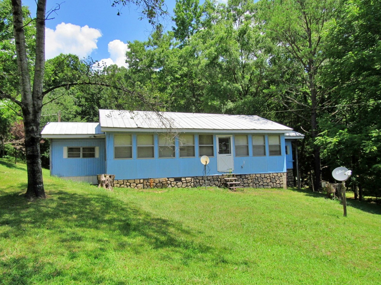 TN River Camp 11152 Crooked Creek Rd Lobelville Tn $49,900