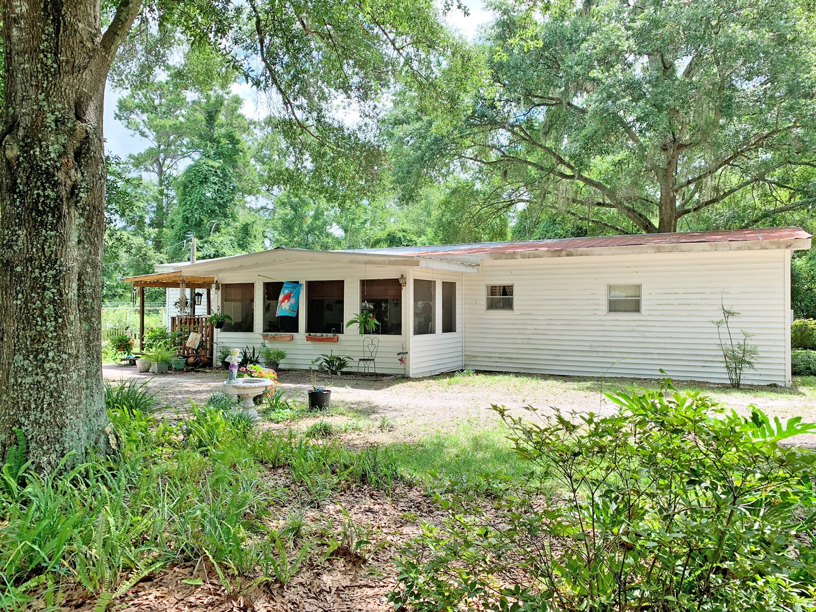 3BR/2BA HOME IN TOWN FOR SALE IN LAKE CITY, FL