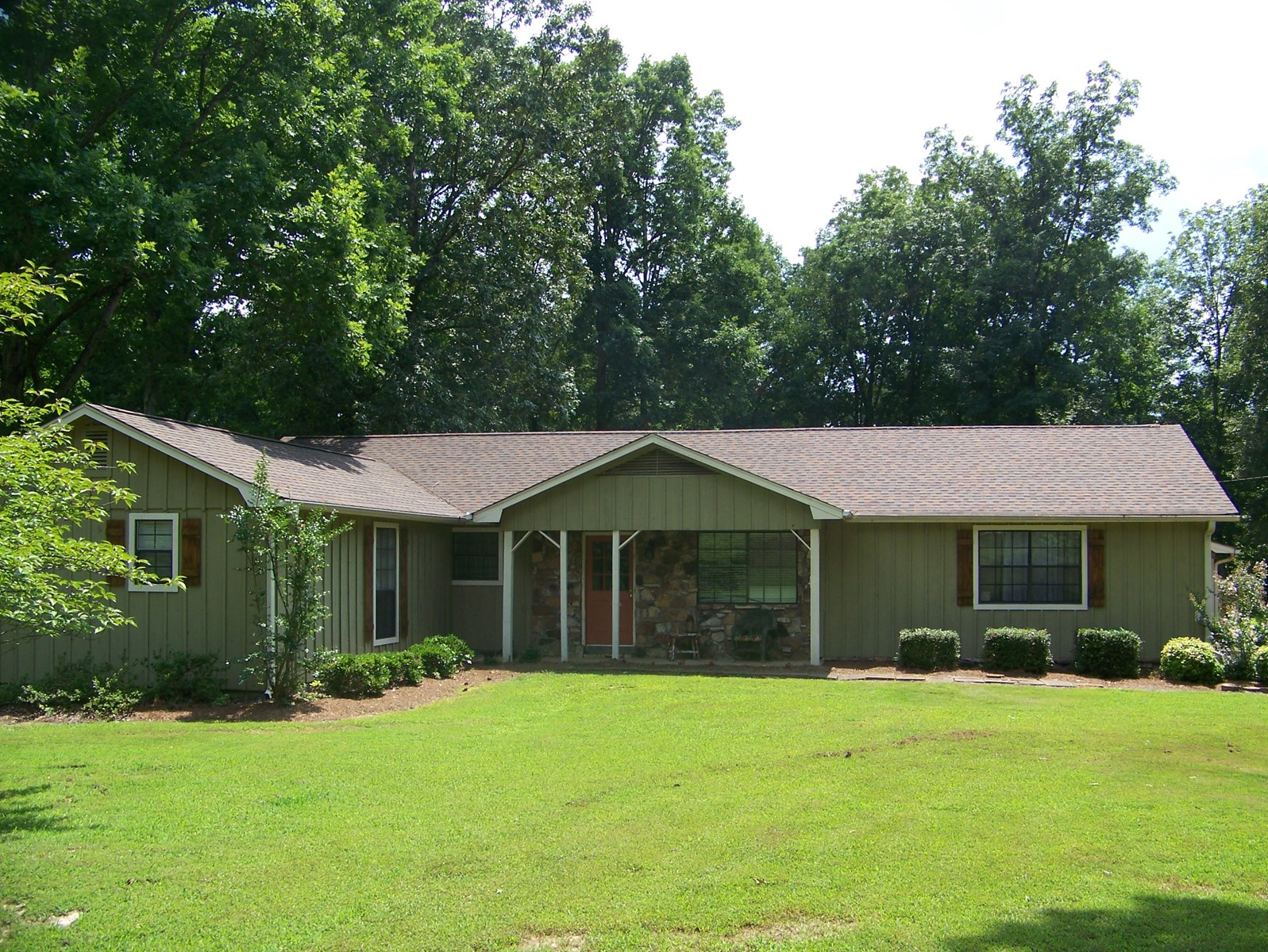 LARGE TENNESSEE COUNTRY HOME WITH ACREAGE FOR SALE