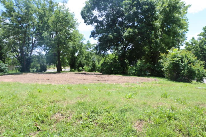 Cleared lot with City Sewer and in Water West Plains, MO