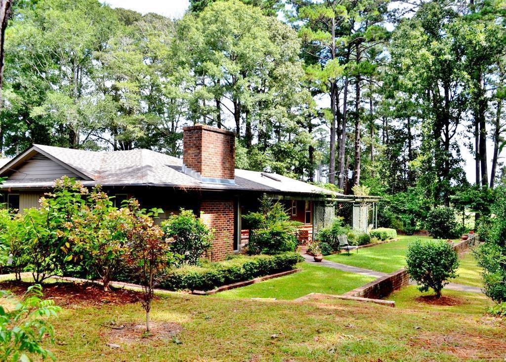 Hilltop Home, Pool, Guest House 5.5 Acres for Sale Summit MS