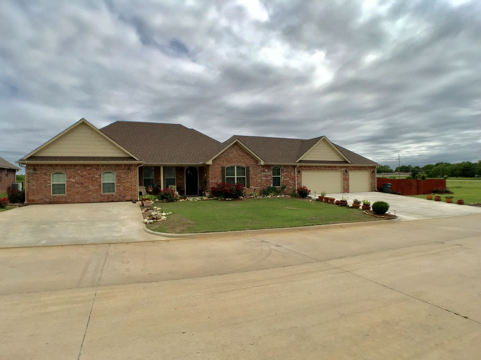 One story 5 bedroom Near Lake Murray and Arbuckle Mountains