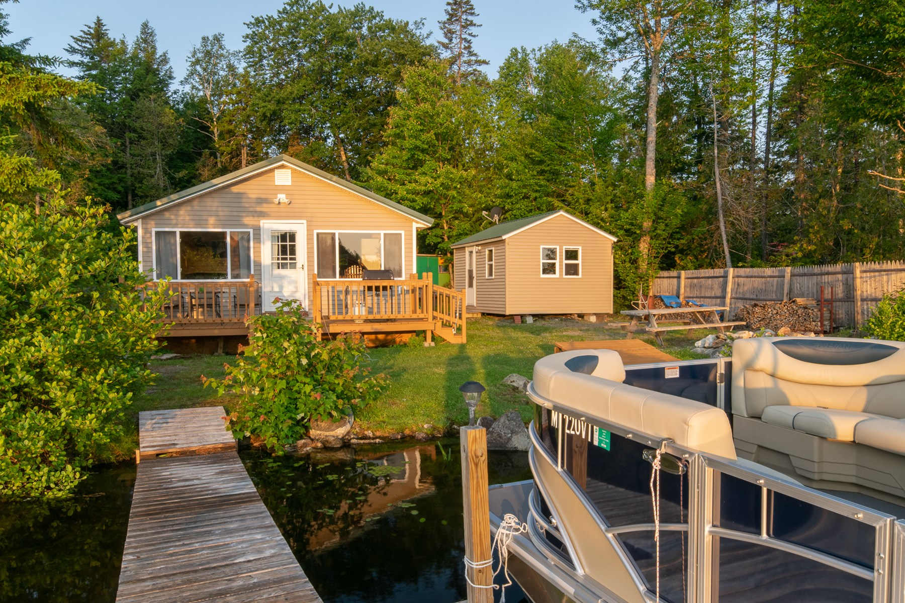 Lakefront Cottage For Sale in Lincoln, Maine