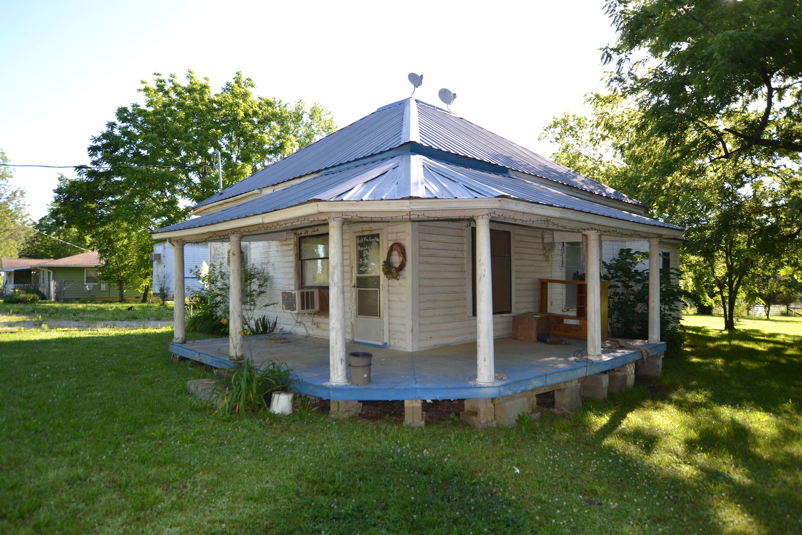 Farmhouse in Town for Sale - Shannon County, Missouri