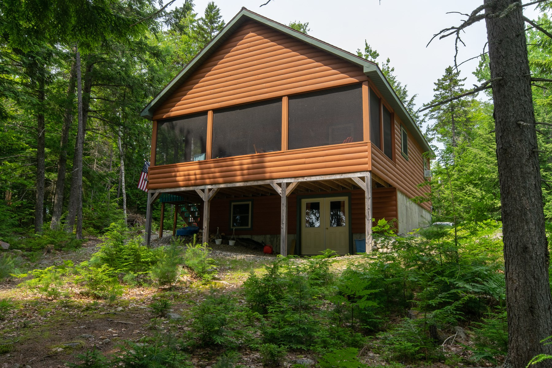 Waterfront Log Cabin For Sale in Lincoln, Maine