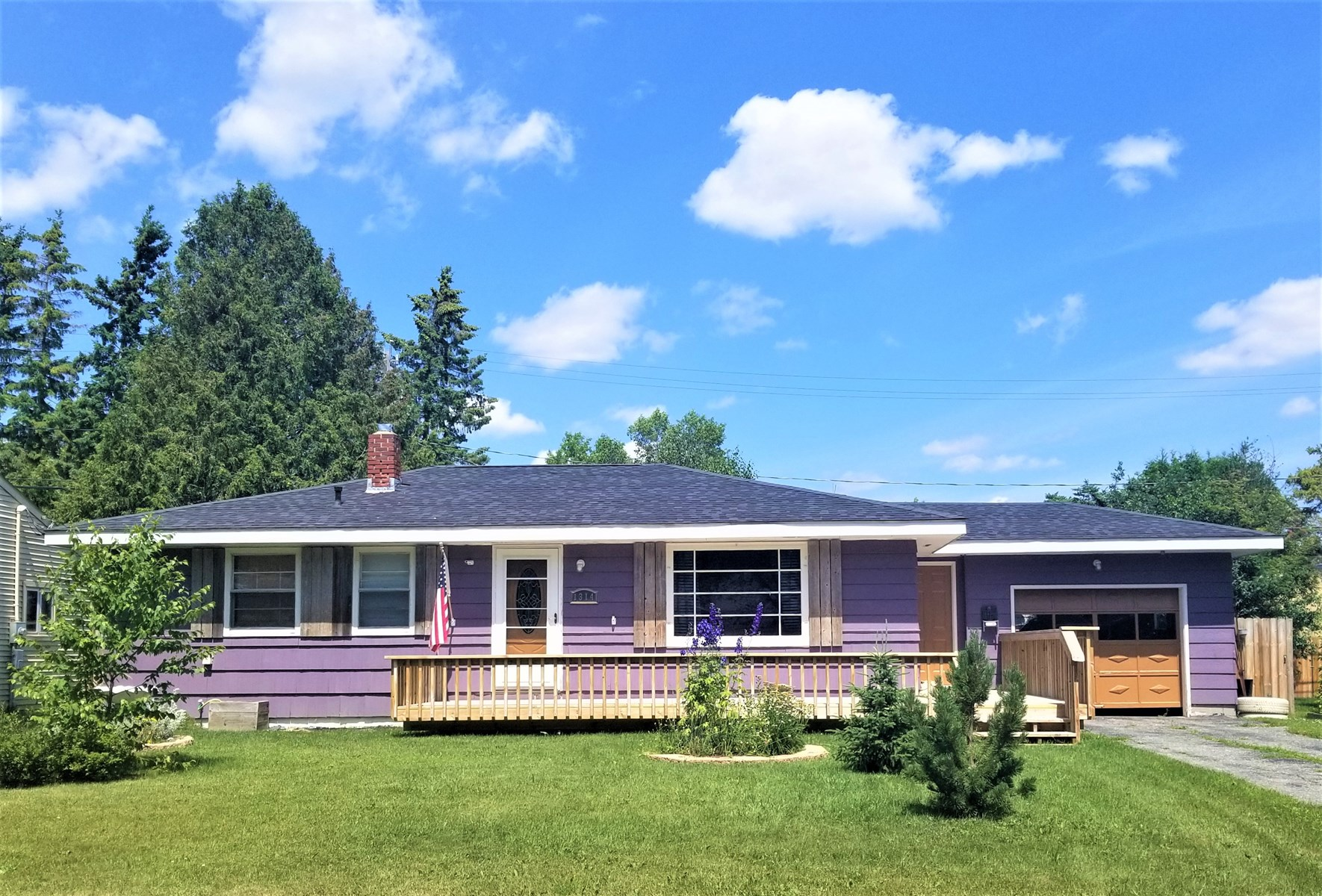 Home in town for sale, International Falls, MN
