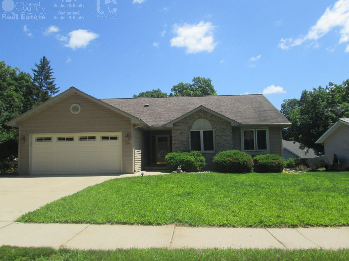 Well Maintained 4 BR/3B Portage Wisconsin Ranch