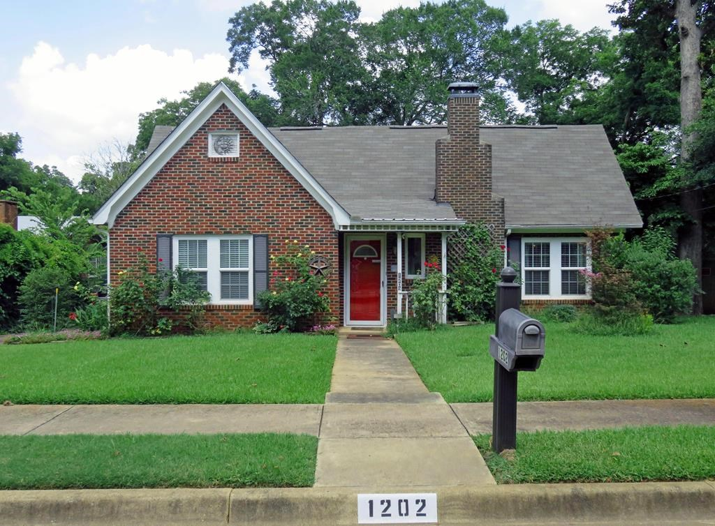 HOUSE FOR SALE IN PALESTINE TEXAS CITY LIMITS