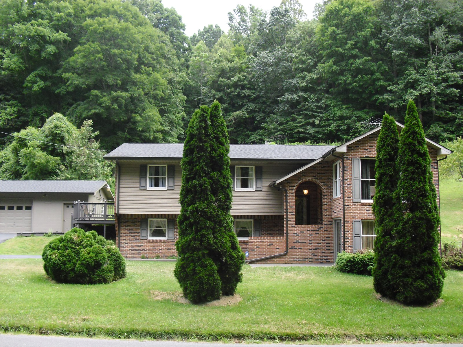Beautiful Brick Home on 11+ acres, Chilhowie, VA!